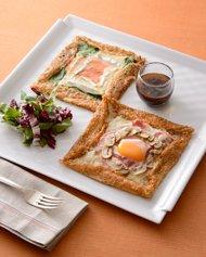 ソバ粉のガレット -ハム、チーズ、マッシュルーム -スモークサーモン、ホウレン草、カマンベール